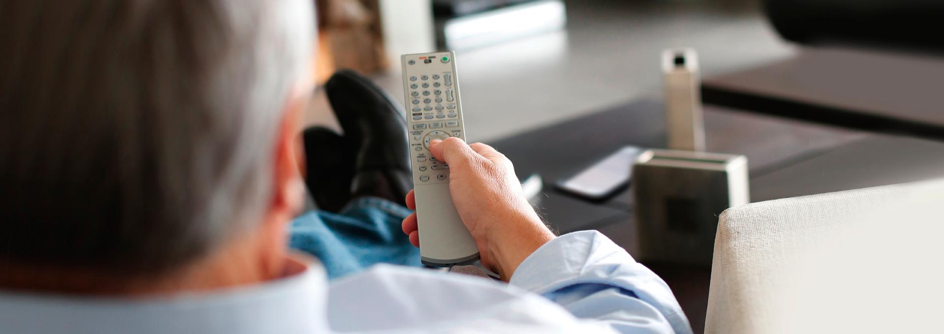Accessori per un ascolto semplice e connesso L'audio della TV, del telefono, dello smartphone, del computer trasmesso direttamente al tuo apparecchio acustico. Facile, vero?
