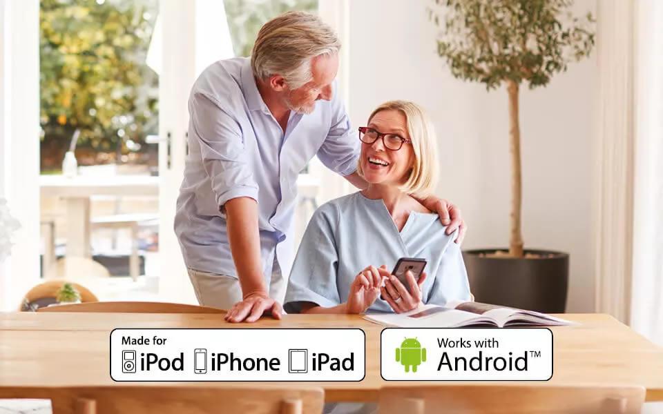 Si connette direttamente sia con IOS che Android. Puoi ascoltare direttamente le chiamate del tuo smartphone sui tuoi apparecchi acustici. Puoi controllare i tuoi ALIGO in modo semplice e intuitivo tramite un'APP sul tuo smartphone. Verifica la compatibilità del tuo smartphone.